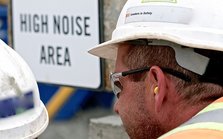 Construction worker with foam earplugs