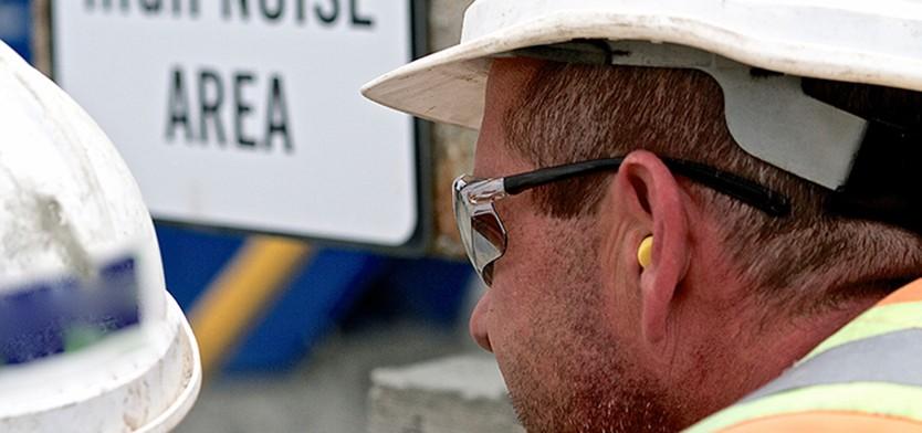 Construction worker with foam earplugs